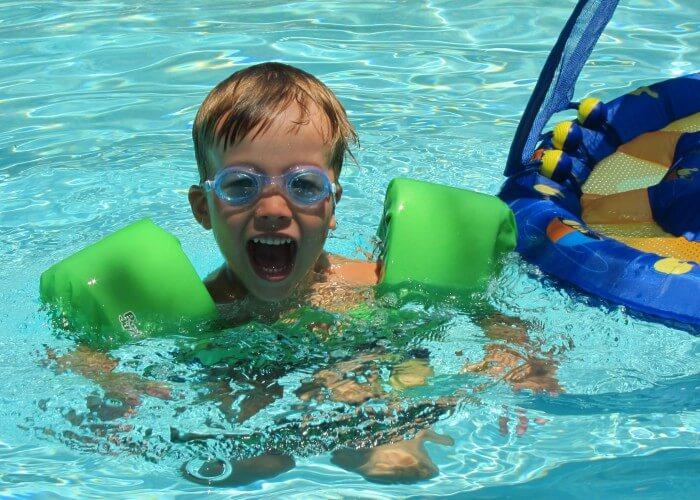 Lucas_in_the_pool