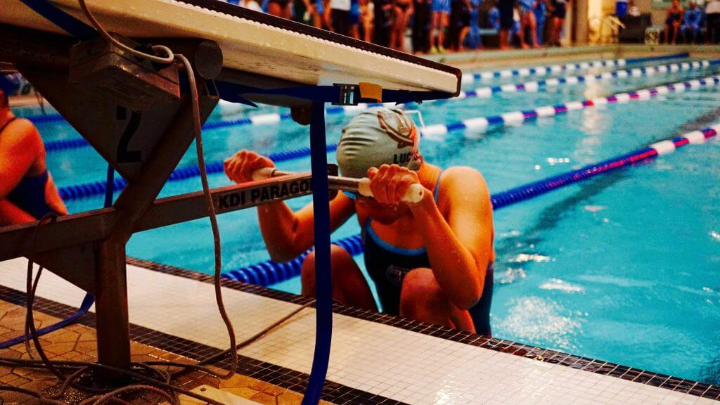 ailish-backstroke-start-David DeCortin