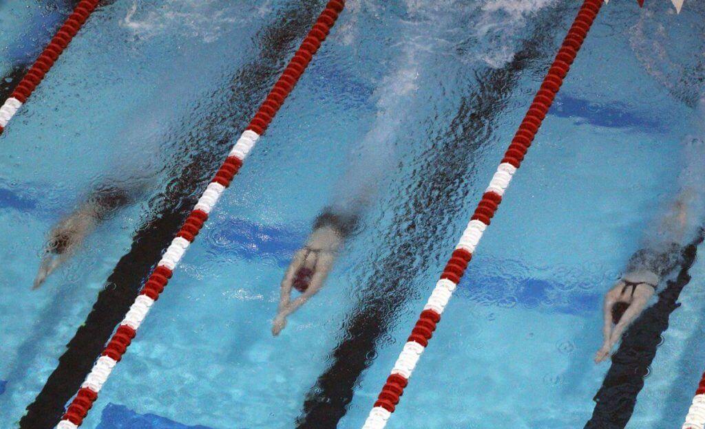 swimmers-underwaters-beginning-of-race