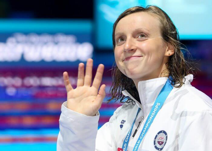 katie-ledecky-usa-smile-wave-medal-2017-world-champs