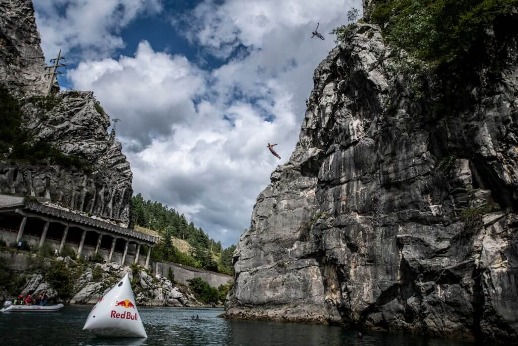 jonathan-paredes-stari-most-cliff-diving-2018