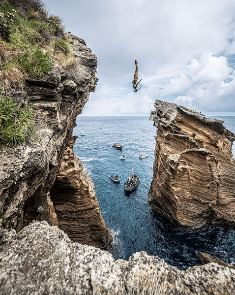 wide-shot-diving-red-bull