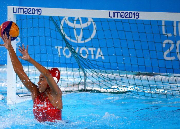 Lima, Sunday August 04, 2019 - Peru 's Alyssa Barnuevo tries to make a save during a Women's Water Polo Group B match at Villa Maria del Triunfo at the Pan American Games Lima 2019. Copyright Cristiane Mattos / Lima 2019 Mandatory credits: Lima 2019 ** NO SALES ** NO ARCHIVES **