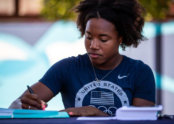 simone-manuel-signing-2019-usa-nationals-finals-day-4-28