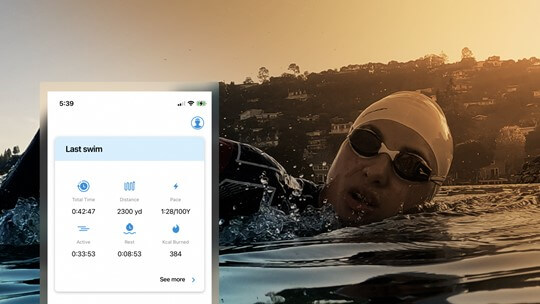 swimmer-with-workout-finis-smart-goggle